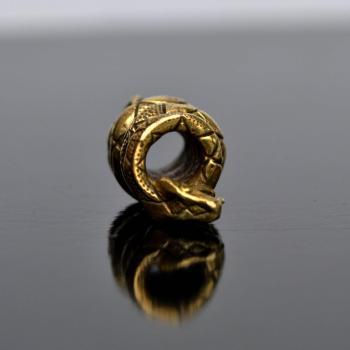Фото латунная бусина Змея для паракорда