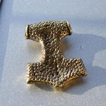Фото застежка молот Тора, обратная сторона