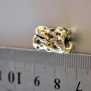 Фото бусина метеорит для темляка из паракорда