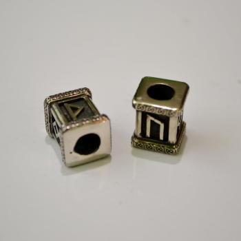 Фото квадратные бусины с рунами для браслета