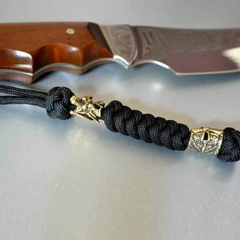 Фото темляк на нож с бусиной тамплиер