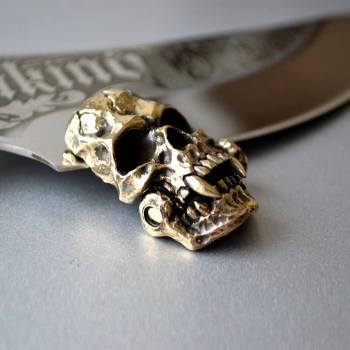 Фото застёжка череп вампира