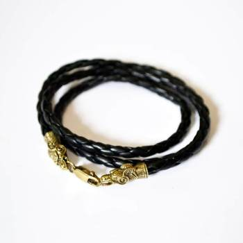 Фото плетеный кожаный браслет с драконом