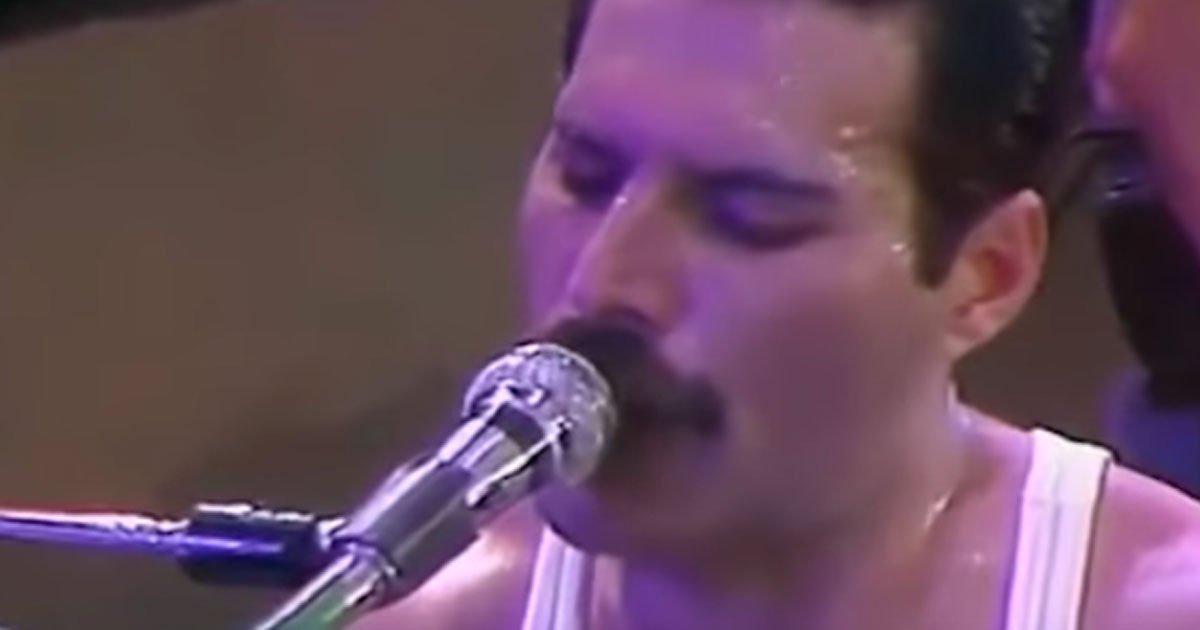 Vajon milyen lehet, ha Freddie Mercury dalairól eltávolítjuk a háttérzenét? Garantáltan ki fog rázni a hideg...