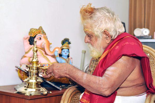 Vasthu vilakku with malliyoor