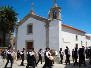 Procissão à volta da capela já restaurada em junho de 2010