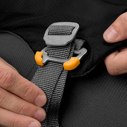 Ruffwear Load Up Harness buckle 2