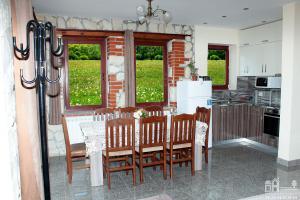 Къща 1 - обща трапезария и кухня, етаж 1
