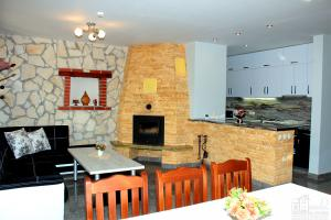 Къща 3 - общ хол и кухня, етаж 1
