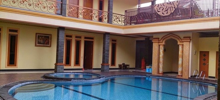 Villa Arisela 10 kamar tidur kolam renang peribadi di hanjawar ciloto puncak