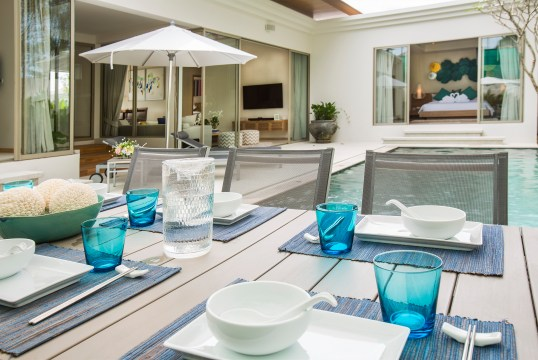 Dining area at the pool