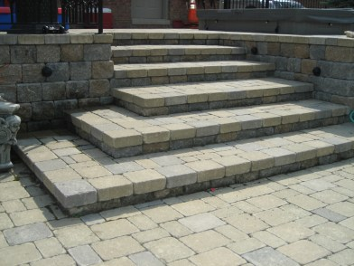 Lanscape_Cut_Stone_paver_stairs