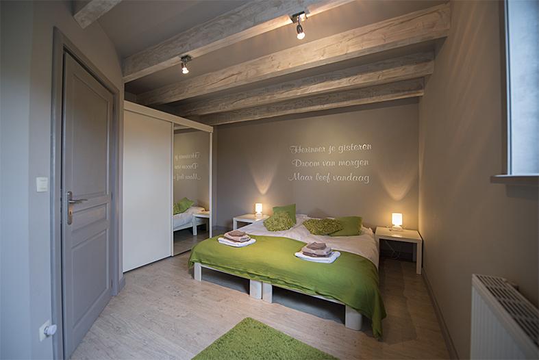 Slaapkamer Met Rode Gordijnen