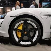Négy motoros összkerékhajtású elektromos SUV-n dolgozik a Porsche
