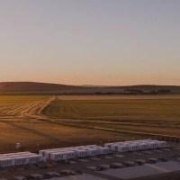 Másfélszeresére nő a Tesla gigantikus akkumulátora