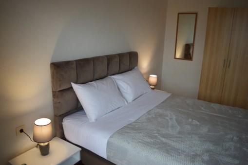 Κρεβατοκάμαρα με πολύ μεγάλο διπλό κρεβάτι, Βίλα Feel the Sea
