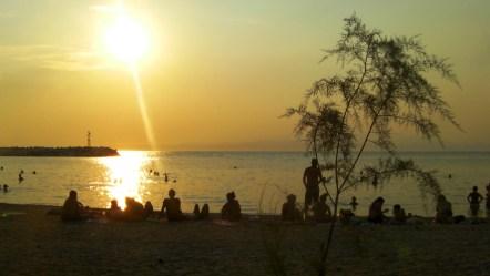 Ηλιοβασίλεμα στην παραλία στη Σκάλα Καλλιράχη Θάσου