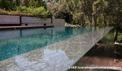 Jardín y piscina privada, Madrid