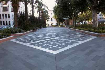 Negro Villar_Bush hammered granite tiles Villar del Rey, San Francisco Square 2, Badajoz(Spain)