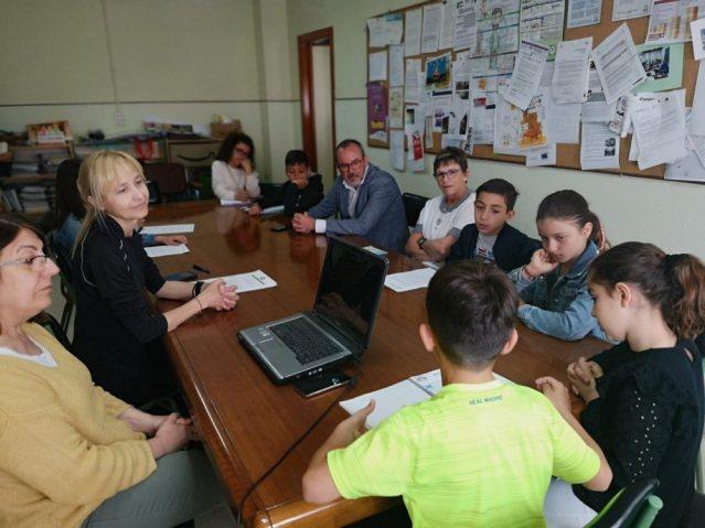 """El Alcalde asiste a los Comités de sostenibilidad del programa escolar """"Agenda 21"""" en los Colegios Diego Requena y Jiménez de Córdoba."""