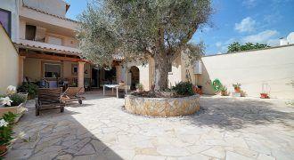 Casa adosada en venta con amplio jardín en Colonia de Sant Jordi