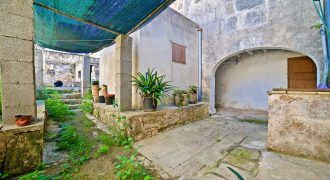 Town house for sale with a big terrace in Ses Salines