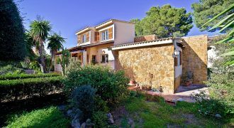 Villa for sale in Santa Ponsa with an excellent location