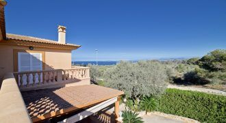 Villa for sale with sea views and swimming pool in Tollerich