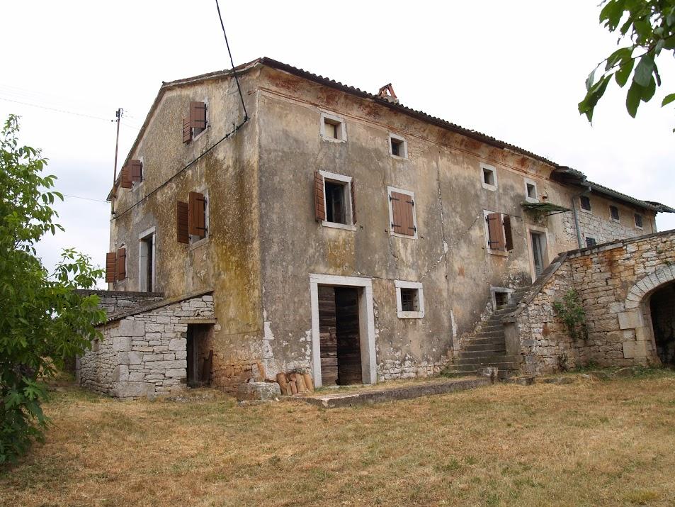 Villa Tona before renovation (2006)