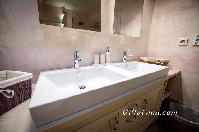 Modern and clean sinks