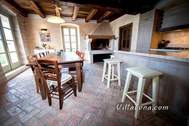 Tavern with kitchen