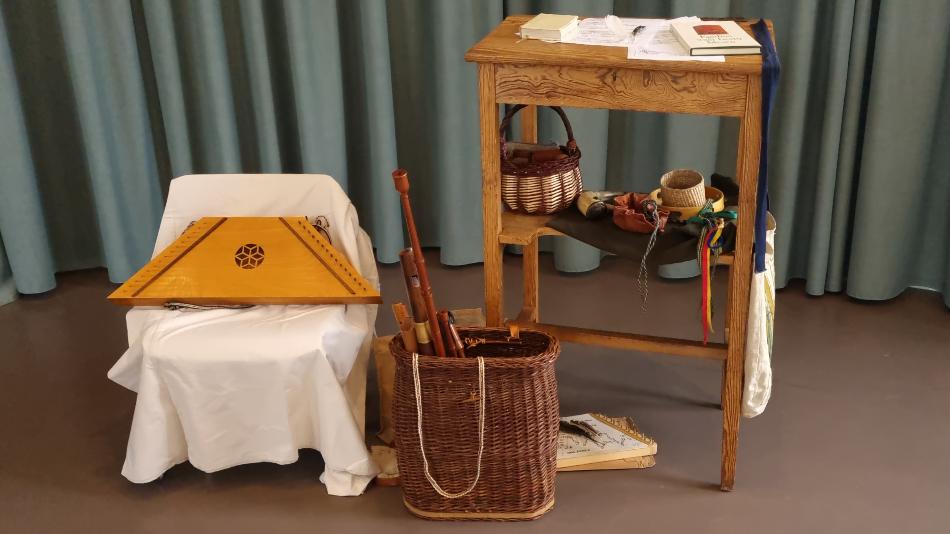Assortiment middeleeuwse muziekinstrumenten