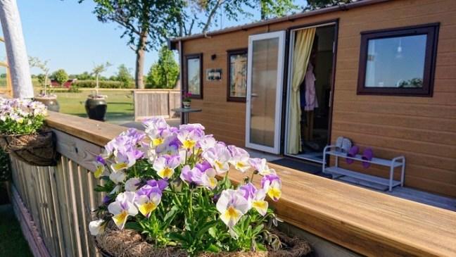 Villavagn och sol och veranda