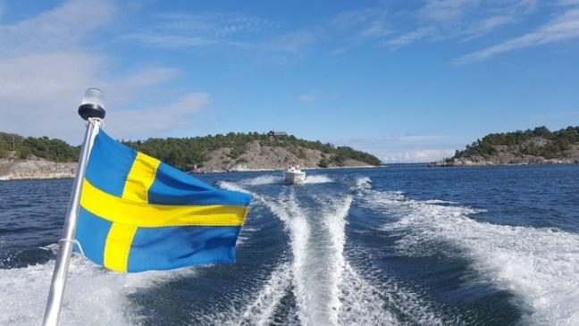 Havet, båten, svenska flaggan