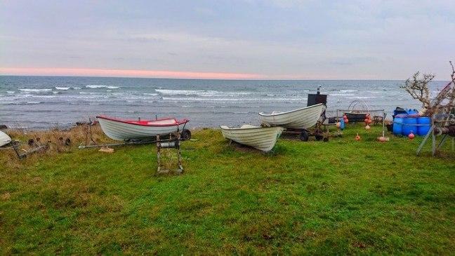 båtar på gräsmatta