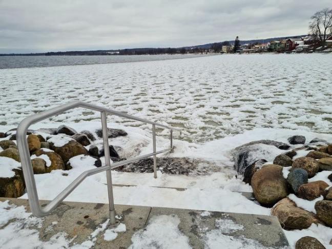 Vinterbad i Hjjos hamn