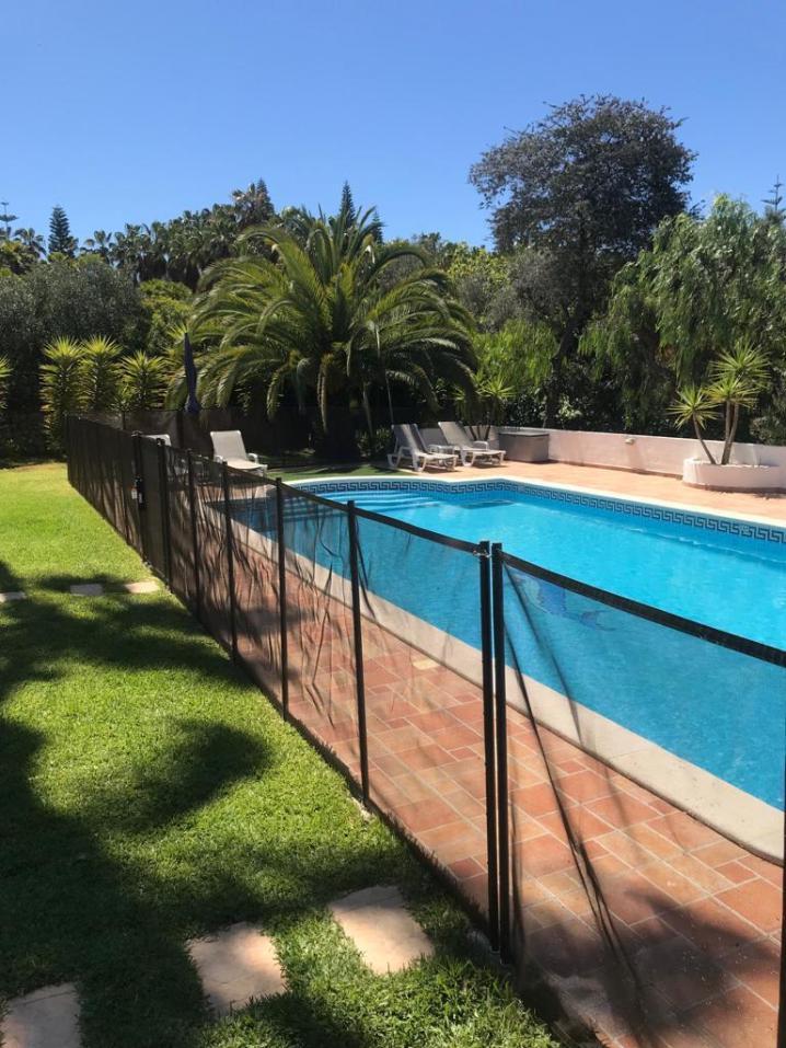 Zwembad met wegneembaar hekwerk