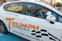 coche autoescuela triumph