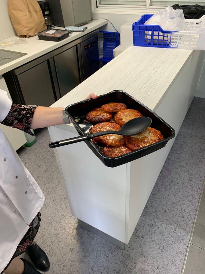 Et 1, 2 et 3 cuisines satellites ! La commune compte désormais 3 cuisines satellites, Cantine Antoniotti, cantine Borgo Village et la cantine Borgo Marana.