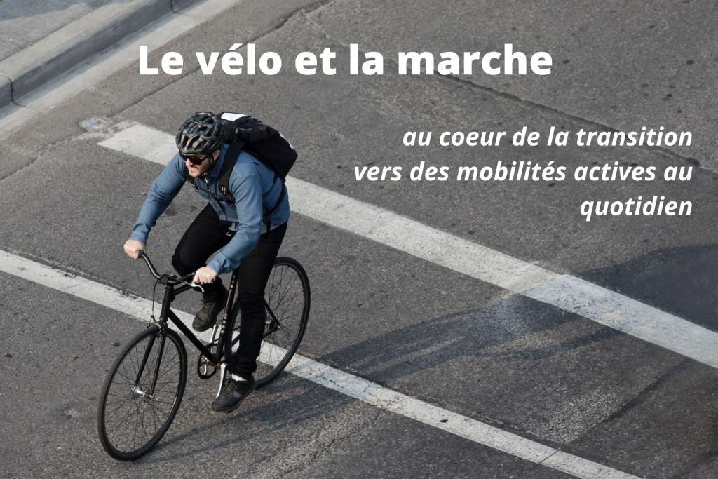 personne utilisant un vélo sur une piste cyclable