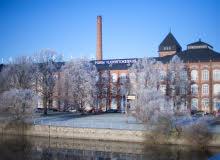 Kuva isosta vanhasta rakennuksesta
