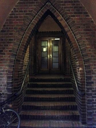 Treppe zum Eingang des Wohnhauses
