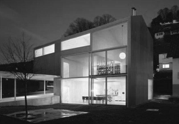 Una casa con tejado a dos aguas La casa Innauer