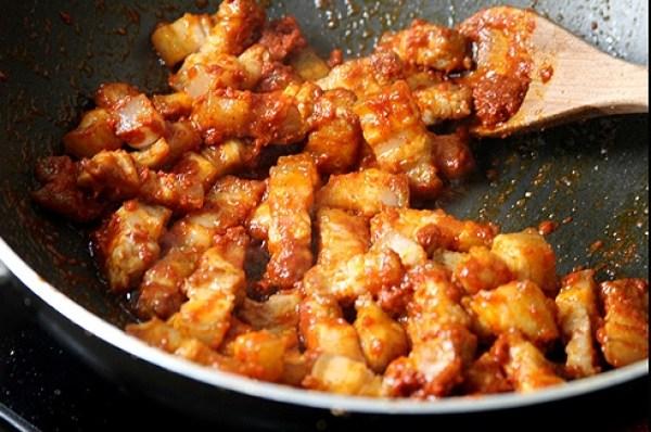 Pork Olathiyathu ( Pork Stir Fry recipe, non veg recipe, pork dry recipe, spicy pork recipe,