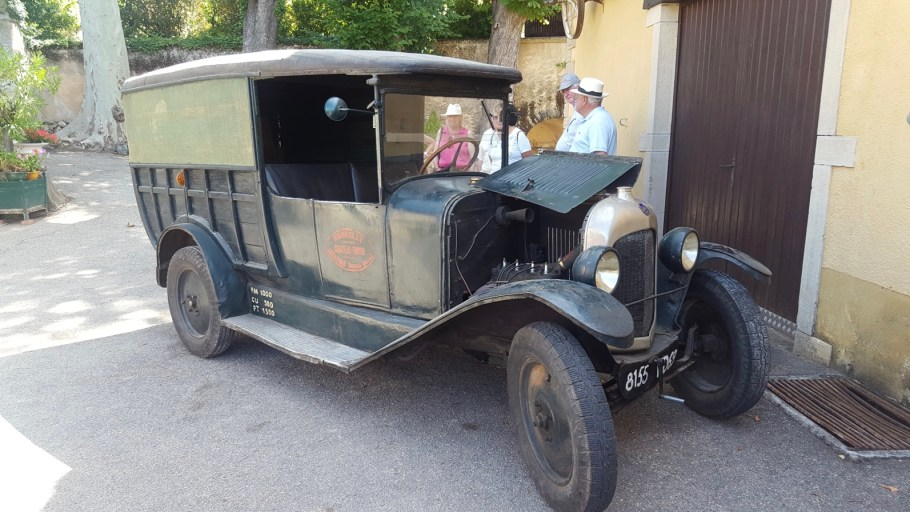 Un très ancien fourgon Citroën