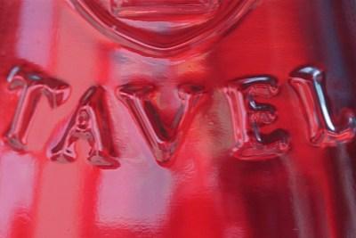 Gros plan sur une bouteille de Tavel