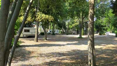 terrain aire de camping car Vinassan