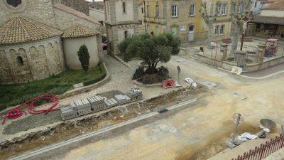 agrandissement de la route devant l'église de vinassan