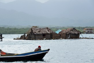 Sustainability plays an important role at Guna Yala. Because of a spiritual connection with the environment and a fear of negative impact from the oputside, most Kuna oppose mass tourism. Still the regulated access to the region is challenged by an increasing demand for travels to this carribean island paradise – Guna Yala, Panama 2015