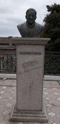 Statua a Francesco Florimo